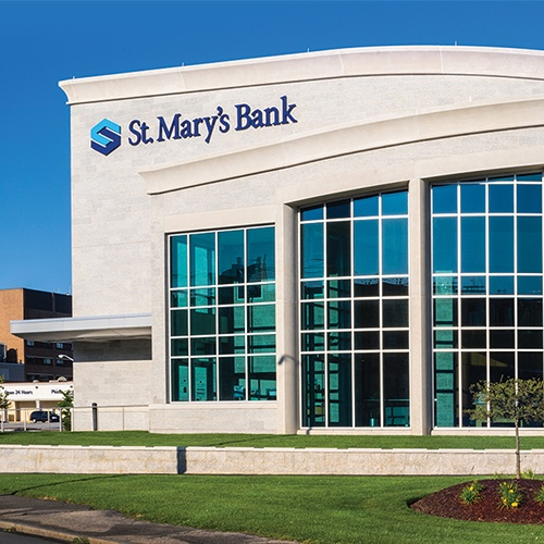 Immagine per St. Mary's Bank consolidates data with cloud-driven analytics from Tableau and AWS